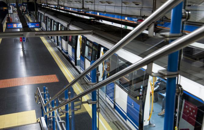 Las obras de la Línea 4 han consistido, principalmente, en la sustitución de la catenaria.