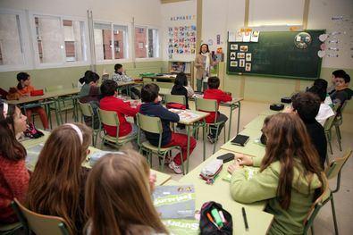 La Comunidad de Madrid ha decidido retrasar al mes de mayo el periodo de escolarización de los alumnos, que estaba previsto entre el 15 y el 29 de abril, por la situación de estado de alarma y la evolución del coronavirus.