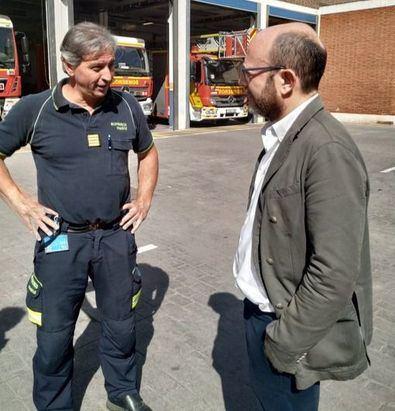 Imagen de archivo de José Fernández, en una visita a los Bomberos.