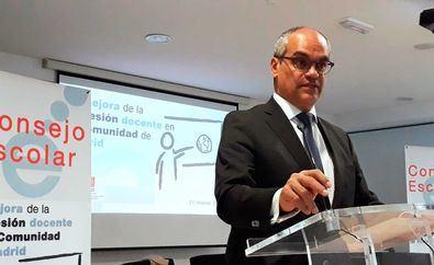 El consejero regional, Enrique Ossorio, ha asegurado que el anuncio de la ministra de Educación sobre la posibilidad de que el próximo curso las clases tengan la mitad de alumnos es imposible.