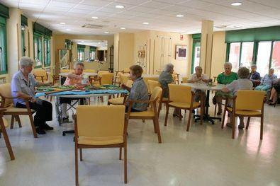 Los mayores de la Residencia Avenida San Luis, la mayoría con patologías diversas y ciertas limitaciones, llevan la cuarentena con mucha tranquilidad.