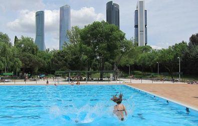 Una de las 22 piscinas municipales con las que cuenta la capital es la de Vicente del Bosque, en el distrito de Fuencarral-El Pardo.