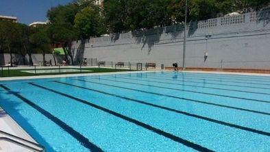 Una piscina de verano.