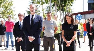 Don Felipe y Doña Leticia han guardado un minuto de silencio por las víctimas del Covid-19.