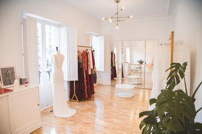 Tulle Rouge combina a la perfección las últimas tendencias con la personalización y exclusividad propias de un 'atelier', marcando la diferencia tanto en cualquier look de novia o invitada como en sus colecciones de 'prêt a porter'.