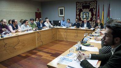 Imagen de archivo del Pleno de Retiro, con todos sus representantes. Ahora estarán la mitad.