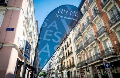 Se trata de una iniciativa del Ayuntamiento de Madrid y los empresarios del sector para dinamizar comercialmente este barrio y situarlo en el mapa de la ciudad como uno de los ejes más importantes.