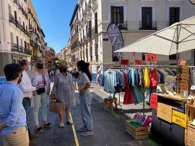 Este festival urbano se celebra el primer sábado de cada mes gracias a la suma de esfuerzos del Ayuntamiento, ACOTEX y los propios comerciantes.