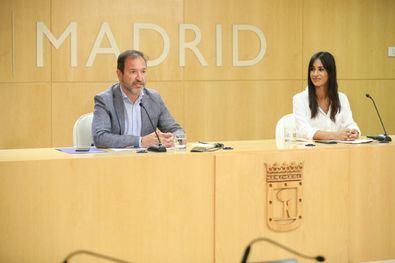 La vicealcaldesa de Madrid, Begoña Villacís, junto al delegado del Área de Gobierno de Desarrollo Urbano, Mariano Fuentes, durante la presentación, el jueves pasado, del concurso de ideas para desarrollar el Bosque Metropolitano.