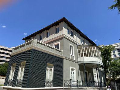 Los edificios rehabilitados, declarados de Bien de Interés Cultural (BIC), fueron sede en Madrid de la Residencia de Señoritas, una institución precursora de los estudios universitarios en las mujeres.