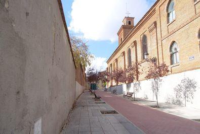 Fachada lateral de Los Paúles que se convertiría en un gimnasio, junto a la iglesia de San Matías.