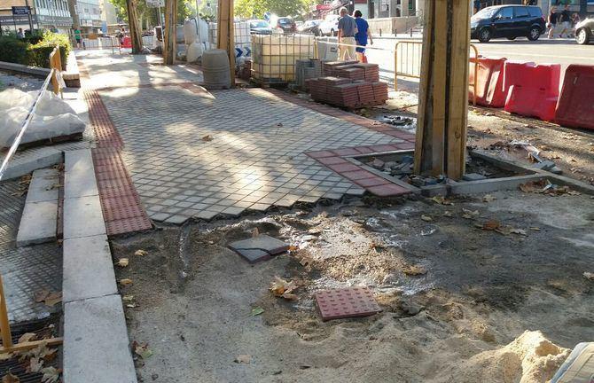 Imagen de archivo de obras de renovación de aceras en Canillas.