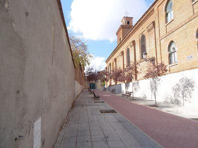 Iglesia de San Matías y edificios que se convertirían en gimnasio.