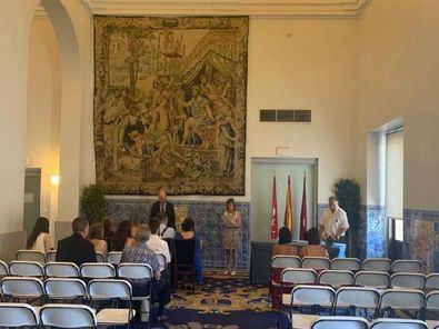 En la Casa de la Panadería de la Plaza Mayor se ofician bodas tres días al mes. La celebración será oficiada por el concejal del distrito, José Fernández, si bien existe la posibilidad de que pueda realizar el enlace otro concejal e, incluso, el Alcalde de Madrid.