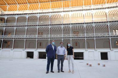 El alcalde de Madrid, José Luis Martínez-Almeida, ha visitado el frontón Beti Jai junto a la delegada del Área de Cultura, Turismo y Deporte, Andera Levy, y el concejal del distrito de Chamberí, Javier Ramírez, con motivo de la puesta en marcha del programa de visitas guiadas Pasea Madrid el próximo 1 de septiembre.