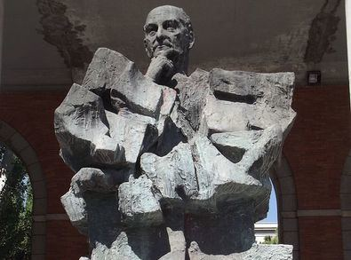 Estatua de Largo Caballero en Nuevos Ministerios