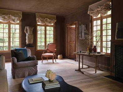 La casa rezuma alma, una hazaña que no sorprende dado el dominio del célebre diseñador belga de los espacios minimalistas con un sentido de romanticismo.