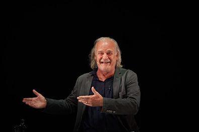 En esta temporada, Homar será actor en El príncipe constante, una de las obras maestras de Calderón, con dirección y versión de Xavier Albertí, y además dirigirá La comedia de las maravillas, en la que Cunillé 'ha cosido' varios sainetes de Ramón de la Cruz.