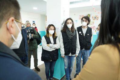 """La vicealcaldesa de Madrid ha explicado que el programa QuédaT.com realiza una intervención social con los jóvenes a través de actividades de ocio """"que tejen lazos"""" entre ellos."""