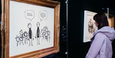 Desde las trincheras del asfalto, Banksy ha desafiado las reglas del juego del arte contemporáneo. Su protesta visual ha conectado con un público enorme y heterogéneo y, hoy en día, es uno de los artistas más reconocidos y admirados las generaciones más jóvenes.