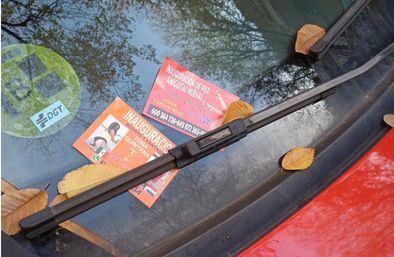 A través de la Unidad Distrital de Colaboración (UDC) de Ciudad Lineal, los trabajadores de la Asociación El Olivar recorrerán las calles de los barrios de Quintana, Ventas, Pueblo Nuevo y San Pascual retirando las tarjetas y propaganda de los vehículos estacionados.