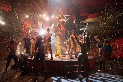 La pista del Price se convierte, a partir de hoy, en una gran juguetería, donde artistas de circo y bailarines se entregan para ofrecer una experiencia inolvidable.