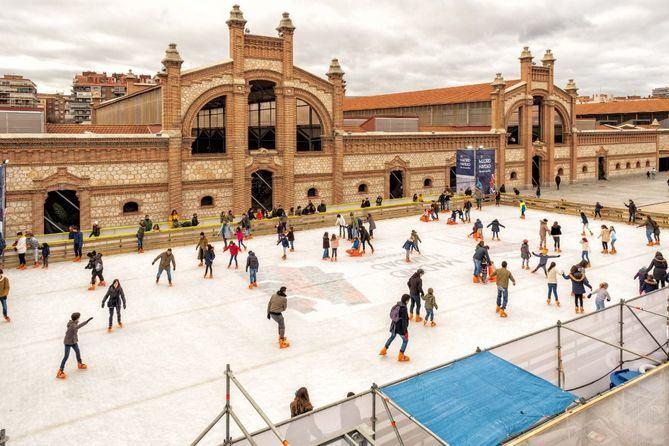 Esta instalación está abierta al público hasta el 10 de enero, en el distrito de Arganzuela. Los amantes de los patines pueden descargarse las entradas, a un precio de 6 euros, en el enlace que aparece en este artículo.