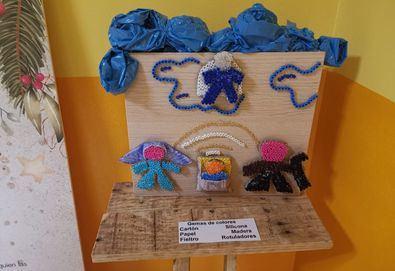La Unidad Distrital de Colaboración ha organizado una exposición de belenes artesanales realizados con materiales reciclados. El 23, se instalará el Árbol de los Buenos Propósitos, en el parque de la junta municipal, y desde el día 28 estarán instalados buzones reales en los centros culturales.