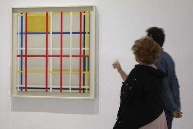 El público que visite la exposición podrá contemplar 95 obras, 35 de Mondrian y 60 de artistas de De Stijl como Theo van Doesburg, Bart van der Leck, Georges Vantongerloo o Vilmos Huszár, entre otros, así como diversa documentación de la época.