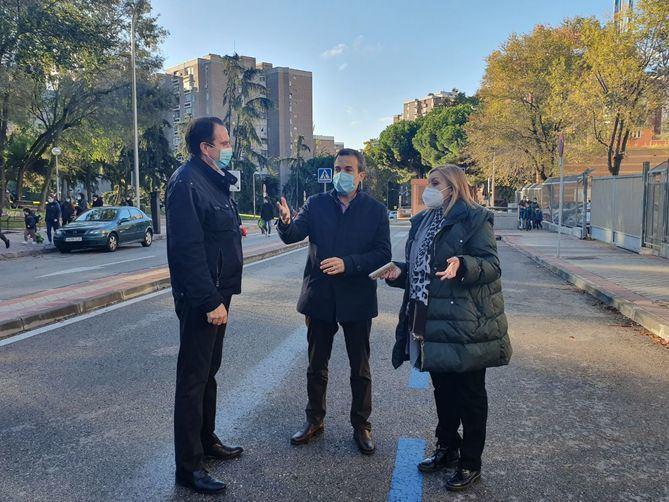 El Pleno de Retiro, previsto para este martes, ha sido suspendido por la cuarentena que tiene que guardar el concejal-presidente, Santiago Saura, tras haber estado en contacto con una persona que ha dado positivo en coronavirus.