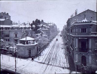 Imagen de principios del siglo XX de la calle de Zurbano nevada, perteneciente al archivo de memoriademadrid.es.