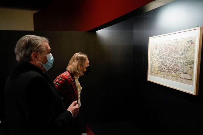 'El ingenio al servicio del poder. Los códices de Leonardo da Vinci en la corte de los Austrias' cuenta la historia del paso por España durante décadas de esos códices, de los que la gran mayoría están perdidos o ya no existen, al tiempo que supone un viaje por la ciencia y la tecnología en España, especialmente alrededor de la corte de Felipe II en Madrid.