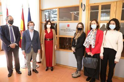 El alcalde de Madrid, José Luis Martínez-Almeida, ha participado junto con la presidenta de la Comunidad de Madrid, Isabel Díaz Ayuso, en la inauguración de la biblioteca del Centro Regional de Innovación y Formación (CRIF) Las Acacias, que desde hoy lleva el nombre del jurista fallecido en 2020, Severo Bueno de Sitjar de Togores.