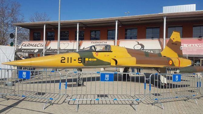 Organizada por la Junta Municipal de Latina en colaboración con el Servicio Histórico y Cultural del Ejército del Aire (SHYCEA), la exposición busca acercar a los ciudadanos la historia de la aviación española y el Museo del Aire, que en mayo cumple 40 años en el barrio de Cuatro Vientos.