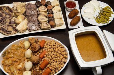 Hasta el 31 de marzo, más de 40 restaurantes de la región participan en la XI Ruta del Cocido Madrileño, un certamen que adapta al 'delivery' un plato de origen medieval.