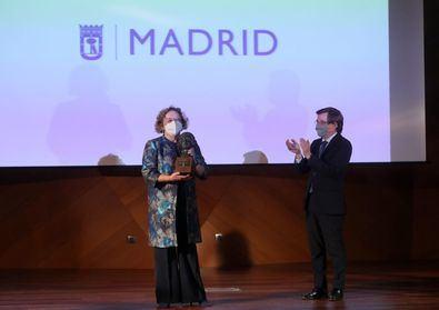 El premio Clara Campoamor 2021 del Ayuntamiento de Madrid se ha entregado a Rosa Menéndez, primera mujer en presidir el Centro Superior de Investigaciones Científicas (CSIC) desde su creación en 1939.