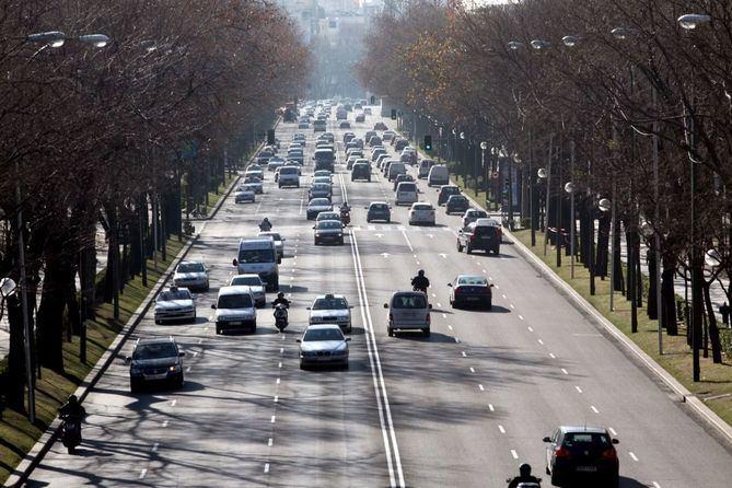 Imagen de archivo de tráfico en el paseo de la Castellana.