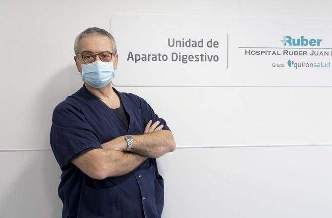 En la imagen superior, el Dr. Sarbelio Rodríguez, Jefe de Servicio de Aparato Digestivo del Complejo Hospitalario Ruber Juan Bravo.