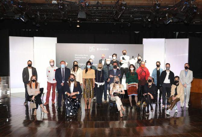 La Semana de la Moda ofrecerá, del 8 al 15 de abril, desfiles de pasarela y actividades en establecimientos y lugares emblemáticos de la capital, donde más de 30 diseñadores presentarán sus colecciones en el contexto del programa de Madrid es Moda y MBFWMadrid.