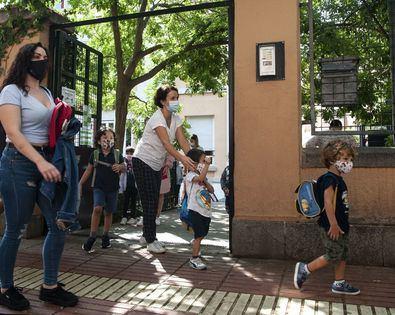 Alrededor de 150.000 familias madrileñas y 2.000 centros sostenidos con fondos públicos de la región participarán en la admisión para el primer y segundo ciclo de Educación Infantil, Educación Primaria, Educación Especial, Educación Secundaria Obligatoria y Bachillerato, cuyo plazo de presentación de solicitudes estará abierto hasta el próximo 23 de abril.