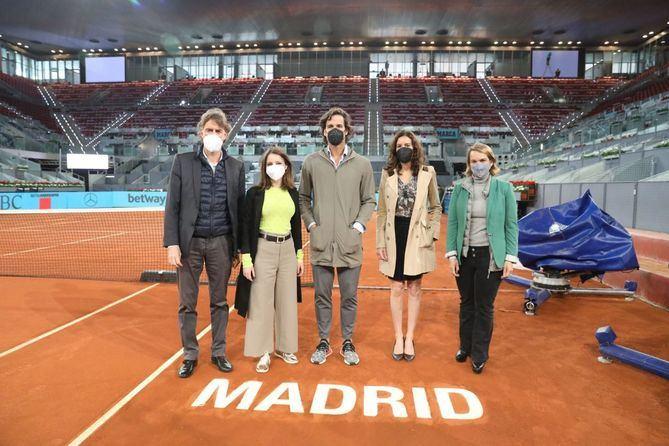 La delegada del Área de Cultura, Turismo y Deporte, Andrea Levy, en su visita a las instalaciones del Torneo de Tenis Mutua Open Madrid que se celebrará desde el 27 de abril y hasta el próximo 9 de mayo en Madrid Caja Mágica.