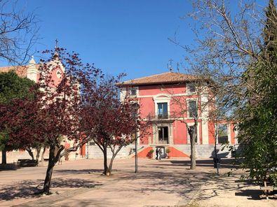 Una de las visitas recomendadas en el distrito es el santuario de Nuestra Señora de Valverde, en el barrio de Montecarmelo, reconocido en 1977 como monumento histórico-artístico por la Dirección General de Patrimonio Artístico, Archivos y Museos del Ministerio de Cultura, y declarado Santuario Mariano por el Arzobispado de Madrid.