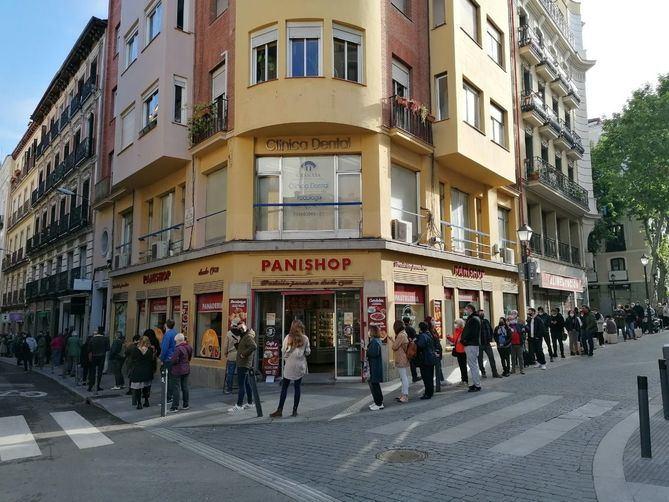 Los 1.084 colegios electorales de la Comunidad de Madrid han abierto sus puertas a las nueve de la mañana para recibir a los votantes que participen en los comicios autonómicos.