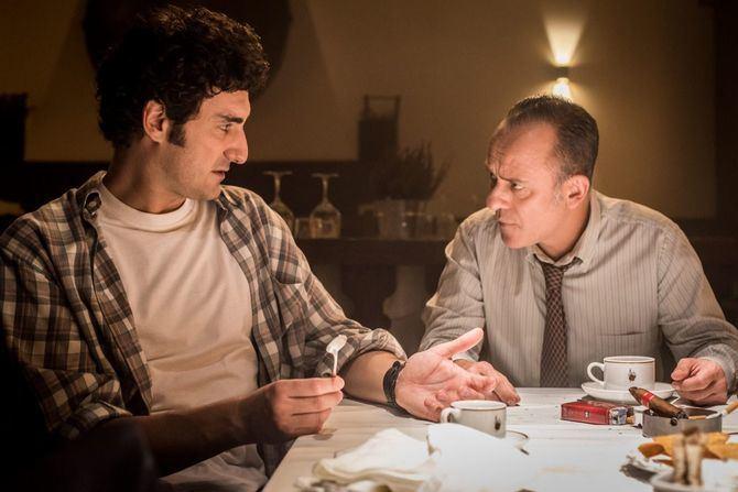 Javier Gutiérrez y Miki Esparbé se meten en la piel de Paco 'El Cóndor' y 'Jota' Montes. Itsaso Arana completa el reparto principal en el papel de Marga, una joven y brillante periodista.