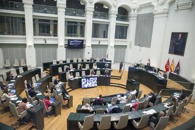 La sesión plenaria del Ayuntamiento de Madrid de este martes cuenta con hasta 18 propuestas de los grupos municipales, dos comparecencias del alcalde, José Luis Martínez-Almeida, y el estreno del Grupo Mixto.