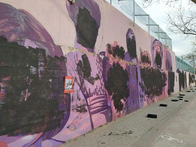 La Junta Municipal del distrito optaba por lanzar un contrato menor para limpiar y restaurar el mural. A él han concurrido cuatro empresas, resultando ganadora Unlogic Crew. El presupuesto del contrato es de aproximadamente 14.900 euros.
