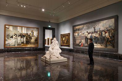 La nueva museografía de las salas del siglo XIX, con 275 obras, frente a las 170 del montaje anterior, plantea una exploración más profunda de esta colección, dotándola de una mayor continuidad con el arte predecesor, para finalizar en las primeras décadas del siglo XX.