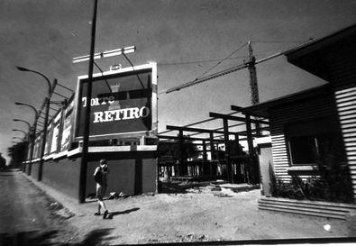 Imagen de la Torre de Retiro, en construcción (1969). Incluida en el libro 'Retiro y sus barrios'.
