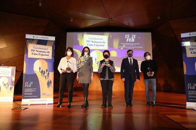 El galardón Puente de Toledo ha recaído este año en la madrina del festival Julieta Serrano, una de las grandes actrices de nuestro país que, gracias a su personalidad, poder interpretativo y fuerza, ha logrado dar vida a personajes memorables en cine, teatro y televisión.