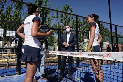 """El vicepresidente regional, Ignacio Aguado, señaló durante su visita a las instalaciones que el deporte madrileño está volviendo """"poco a poco"""" a la normalidad y apuesta por seguir impulsando la práctica actividad física."""